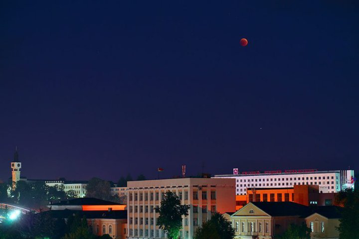 blood-red-moon-vitebsk-20180727-01-768x512